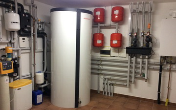Locale tecnico abitazione classe A servito da caldaia gas-termostufa e solare termico